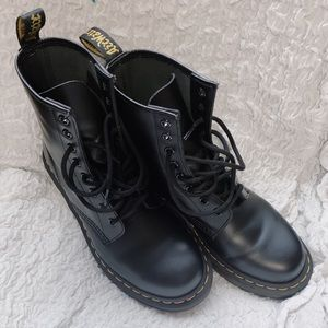 Dr. Marten Womens 1460 8-eye Patent Leather Boots